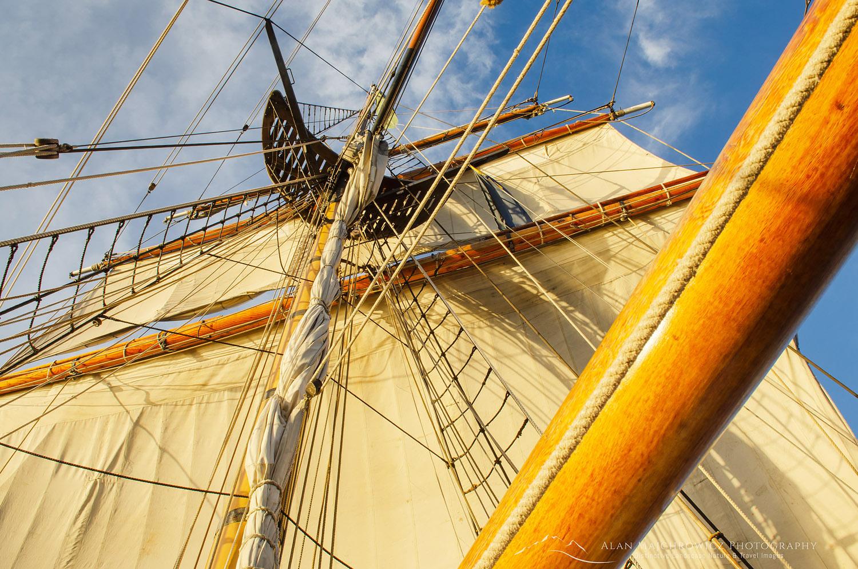 Hawaiian Chieftain masts rigging and sails.